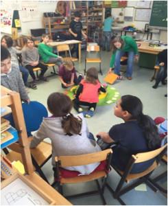 En los centros educativos se realiza una importante función social y psicológica.