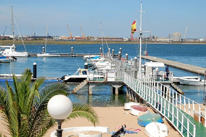 El Real Club Marítimio y Tenis Punta Umbría fue fundado en 1949.