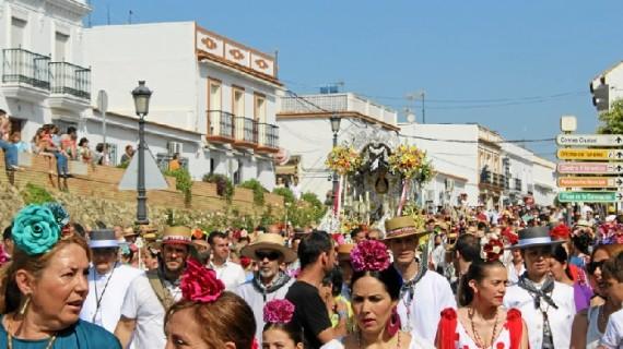 Casi 4.000 peregrinos acompañan a la Hermandad de Moguer en su camino hacia El Rocío