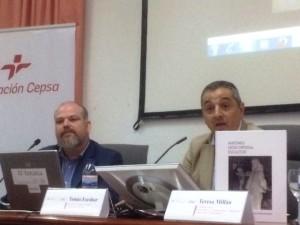 El decano de la Facultad de la Merced, Tomás Escobar, en presencia del autor del libro.