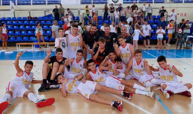 El equipo palermo celebra su triunfo en el Provincial de Minibasket. / Foto: www.andaluzabaloncesto.org/huelva.