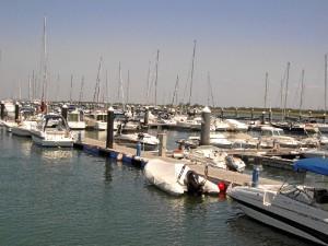 El Puerto Deportivo Canaleta del Real Club Marítimo y Tenis de Punta Umbría cuenta con 260 amarres.