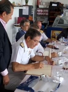 El almirante de la Flota Española durante una visita.