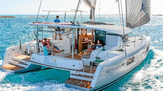 El placer de navegar en un catamarán de referencia, al alcance de tu mano gracias a 'OceanCat'