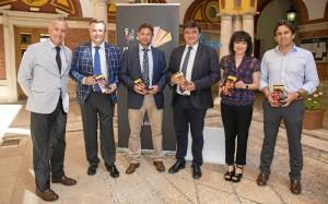 El Consistorio onubense y Chocolates Eureka firman un convenio de patrocinio.