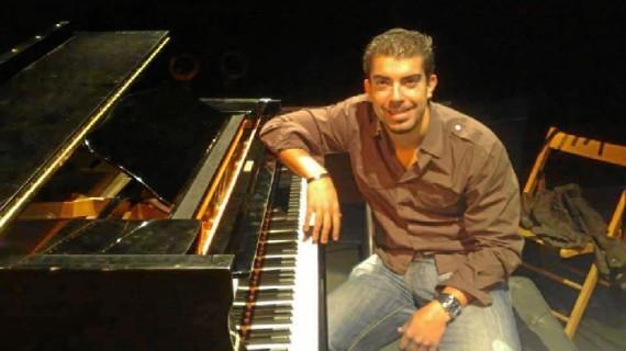 El maestro Manuel García Escobar lleva su pasión por la música a los escolares de Palos de la Frontera