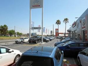 Ofrece más de 50 vehículos seminuevos, de gerencia y kilómetro cero a precio especial.