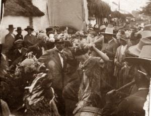 Romeros bailando sevillanas en El Rocío.
