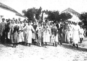 Peregrinas en la aldea, en 1919.