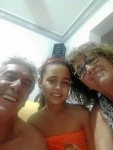 Rocío Díaz (a la derecha), junto a Failiha y su marido José.
