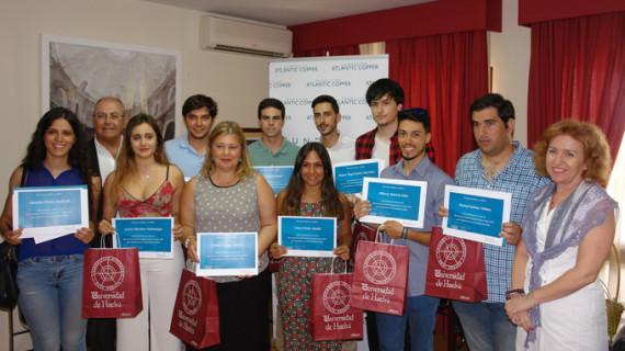 La Fundación Atlantic Copper entrega diez becas para estudios universitarios en el extranjero