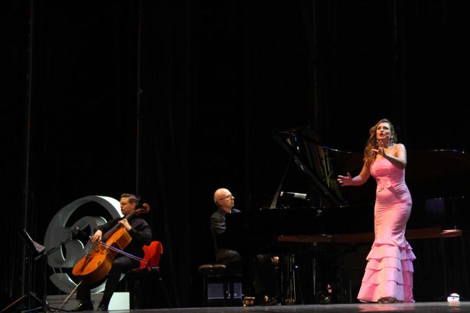 El concierto de Ainhoa Arteta llena de magia la reapertura del Foro Iberoamericano de La Rábida