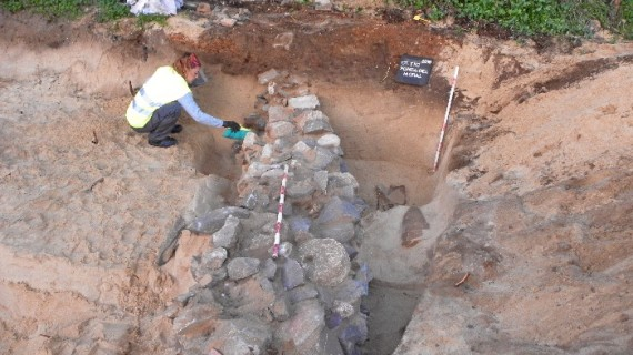 La aparición de un nuevo monumento funerario en Isla Canela abre la puerta a la declaración de BIC de este yacimiento romano de Ayamonte