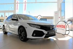 Dinámicas líneas de un Honda Civic presente en la exposición de Sodive, concesionario onubense de la marca. / Foto: L.C.