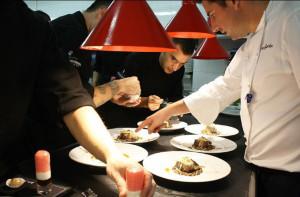 Tras hacer Bachillerato, Garcés se dio cuenta de que le apasionaba la cocina.
