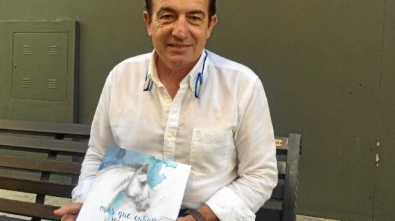 """Manuel Acosta: """"Como plasmo en este libro, el mundo del caballo nos puede ayudar mucho a desenvolvernos en nuestra vida cotidiana"""""""