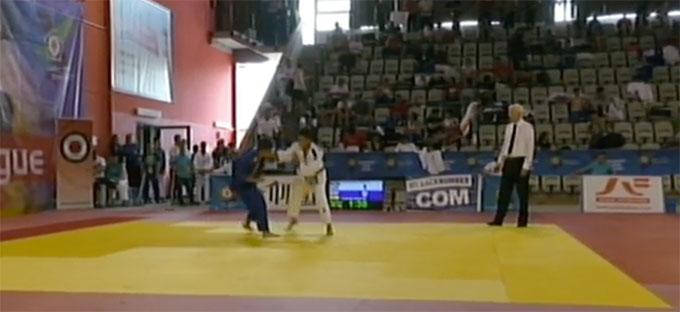 Un momento de la pelea con el azerí Bakhishaliyev. / Foto: TV.