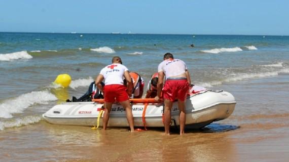 Exitoso simulacro de salvamento en la playa del Parador de Mazagón