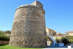 La Torre Umbría es el principal símbolo histórico y arquitectónico de la localidad.