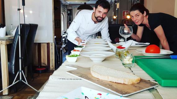 Los Marines ofrece un show cooking con Javier Fuster, 'El Chef de la Sierra'