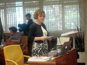 La periodista onubense Felicidad Mendoza, durante la lectura de la tesis.