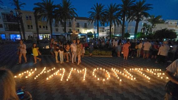 Más de 2.000 velas iluminaron la noche de Ayamonte