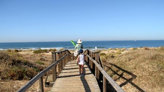 La campaña de verano arroja en junio una subida destacada de pernoctaciones y viajeros en Huelva