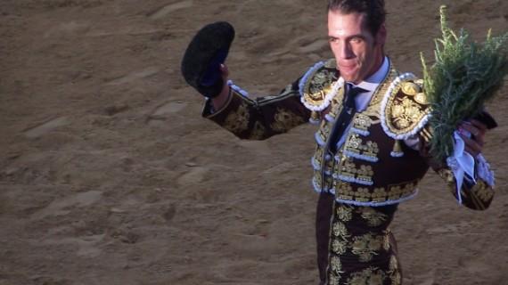 Pepe Moral sale a hombros en Valverde del Camino