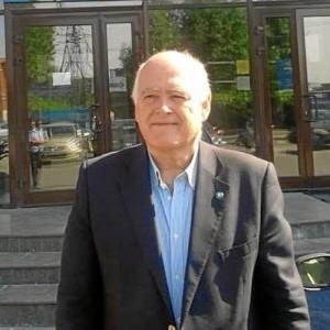 Su director de tesis, Enrique Bonsón, fue quien le aconsejó que se marchara de estancia a EEUU.