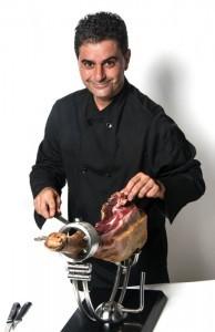El cortador de jamón onubense Paco Carrasco.