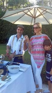 En uno de sus trabajos, con la esposa de Julio Iglesias.