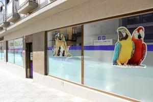 La Clínica Veterinaria Bichos se encuentra en la calle San Andrés de la capital onubense. / Foto: Laura Cebrino.