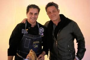 Ha tenido la oportunidad de conocer a muchos famosos, como sucede con Alejandro Sanz.
