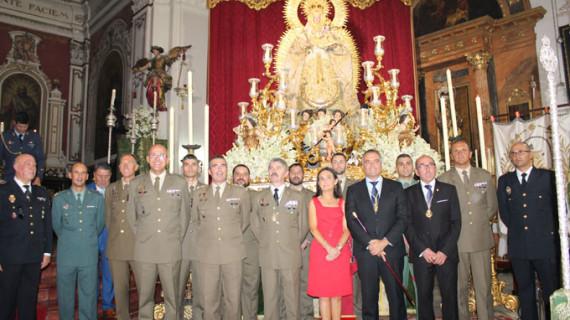 Un teniente general dona a la Virgen del Valle de La Palma su fajín