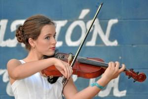 Clara Morillo es una virtuosa con el violín y, además, acabó Bachillerato con Matrícula en el IES Pablo Neruda.