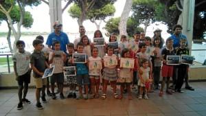 Entrega de diplomas a los participantes en los cursos de verano de la Escuela de Vela del Club Deportivo Náutico de Punta Umbría.