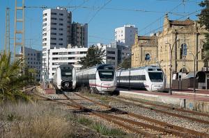 La Asociación quiere que las vías se conserven para ubicar vagones y locomotoras antiguas en ellas.  / Foto: Asociación de Amigos del Ferrocarril de Huelva.