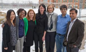 una foto de cuando me dieron la titularidad en 2016, con el resto de investigadores de la universidad que la consiguieron. Soy el segundo por la derecha, con la camisa azul.