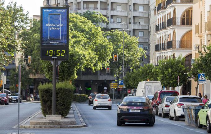 Huelva renueva y amplía la red de relojes-termómetro de la ciudad