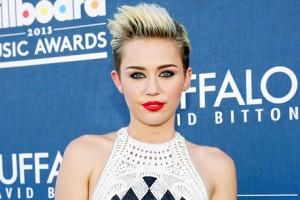 Miley Cirus viste ropa realizada por las monjas de Cumbres Mayores. / Foto: cablenoticias.tv