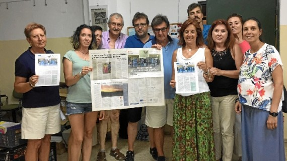 Voluntarios onubenses dan voz a dos refugiadas afganas traduciendo al español el periódico que elaboran desde Atenas