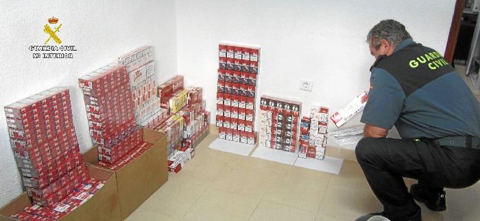 Incautadas 893 cajetillas de tabaco de contrabando en la localidad de Isla Cristina.
