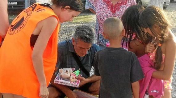 La solidaridad del riotinteño Antonio Abad Díaz le lleva a prestar ayuda humanitaria en Lesbos
