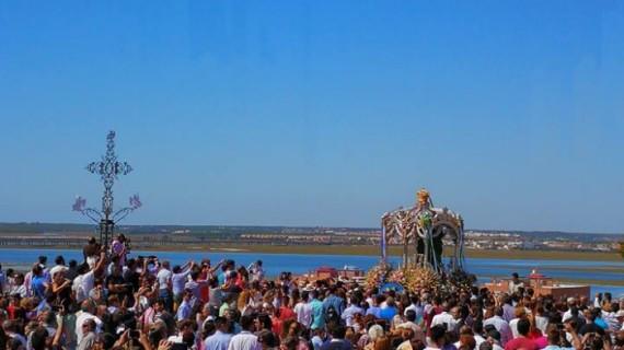 La Hermandad del Rocío de Huelva peregrina a la Cinta en una emotiva jornada