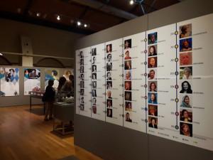 Panel de mujeres que obtuvieron el Nobel. Al fondo, la sala dedicada a Concha Espina.