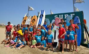 Deportistas que han estado presente en la Global Surf School este verano. / Foto: J. L. Rúa.