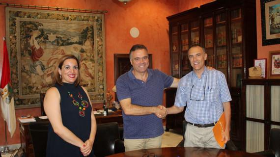 La Palma logra un acuerdo para abaratar el precio del autobús a los estudiantes con destino Huelva o Sevilla