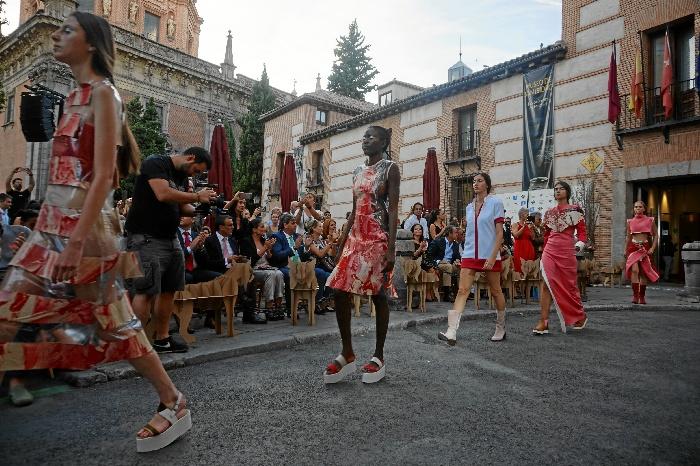 e073efd0b16 La zapatería artesana de Valverde del Camino está presente en el primer  desfile urbano de Madrid