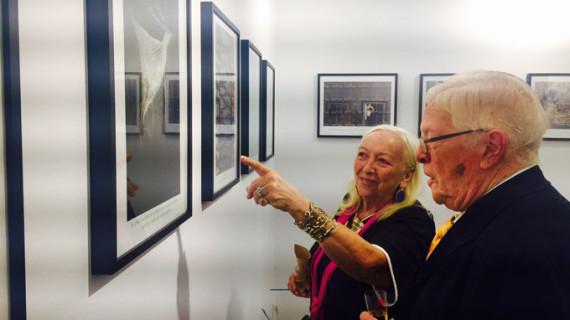 La exposición 'Frases que habitan en el olvido' profundiza en las emociones de los enfermos de Alzheimer