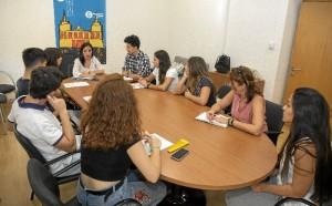 Se apuesta por establecer mayores canales de comunicación con la juventud a través de asambleas bimensuales con el personal técnico del IAJ en Huelva.